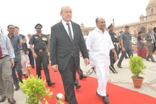 French minister for stronger defence ties with India