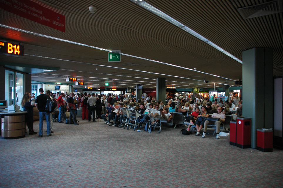False bomb alarm at Rome airport