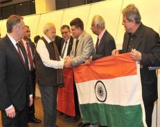 Modi accorded ceremonial welcome in Paris