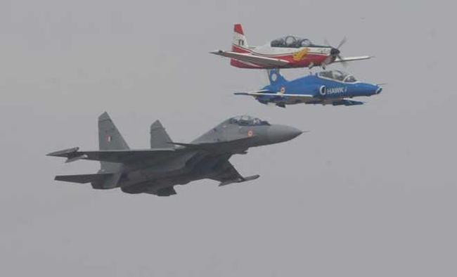 Aerobatics, flying display boost waning air show