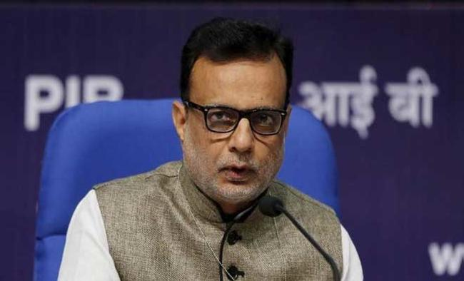 Service tax rate to rise from 15% to 18% under GST: Hasmukh Adhia