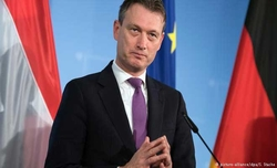 Dutch Foreign Minister steps down for lying about meeting with Putin