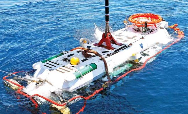 Indian Navy gets sub rescue vessels from UK