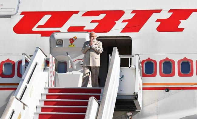 PM arrives in Bangkok for ASEAN-related Summits