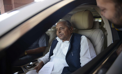 Mulayam admitted to Medanta in Gurugram