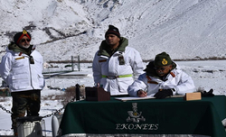 Army Chief visits forward posts in Siachen
