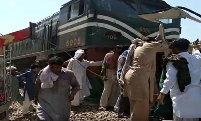 19 Sikh pilgrims killed in bus-train collision in Pakistan