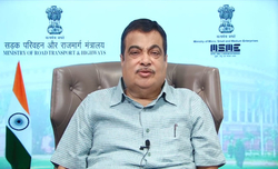 Gadkari praises MP's handicraft, handloom sectors