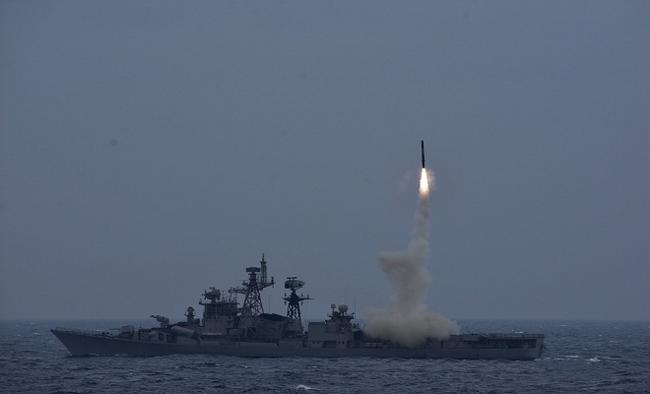 Brahmos Successfully launched by INS Ranvijay